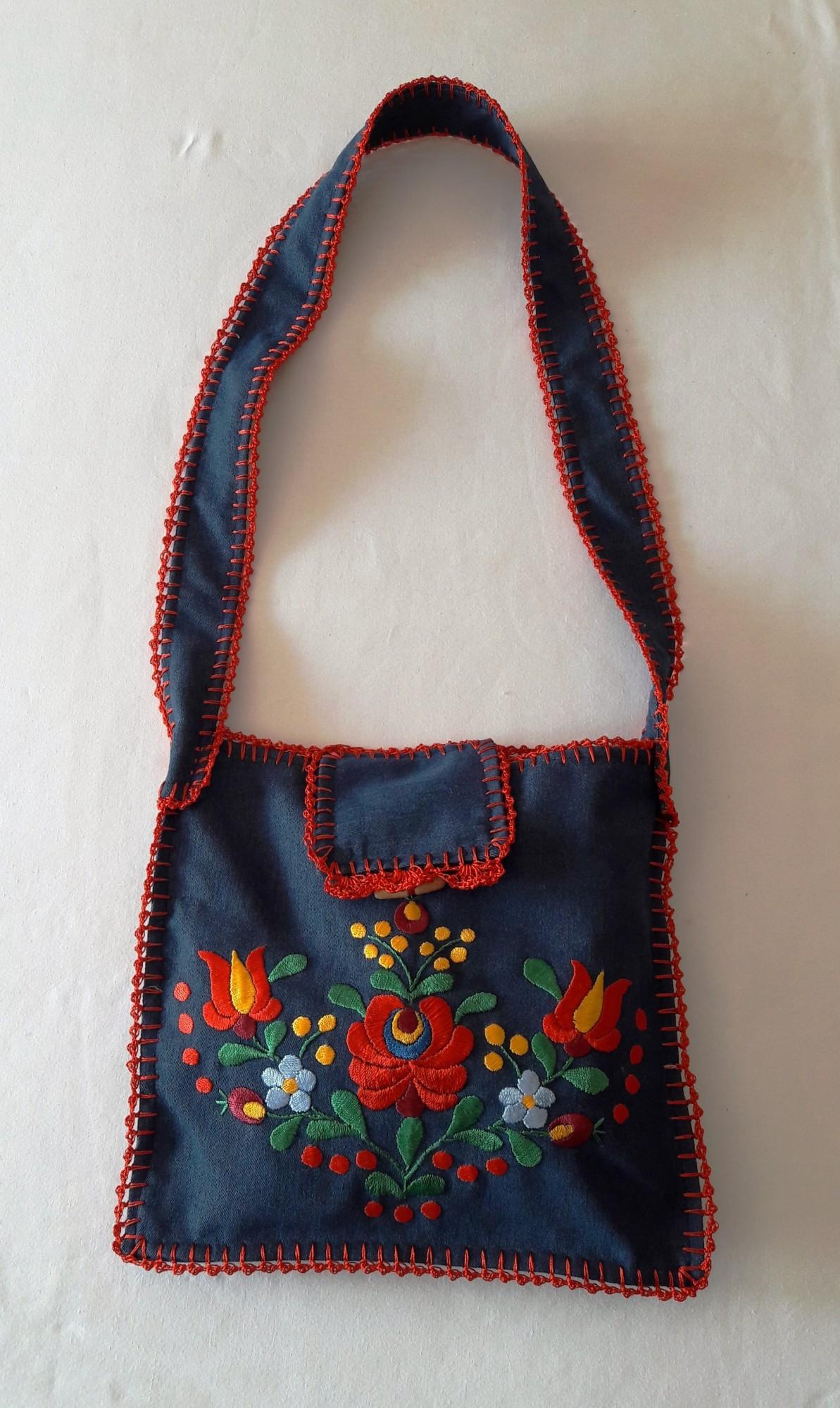 b2f7e183f2 Hímzett női táska - Matyó terítők